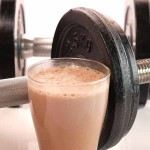 Weight Gainer Shake und Hantel