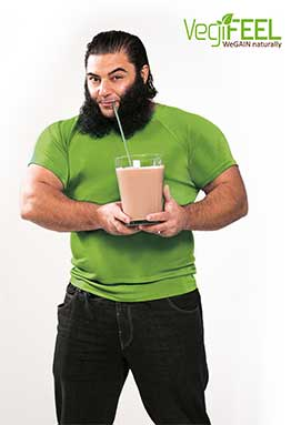 Patrik Baboumian mit VegiFEEL, seinem eigenen veganen Protein-Supplement